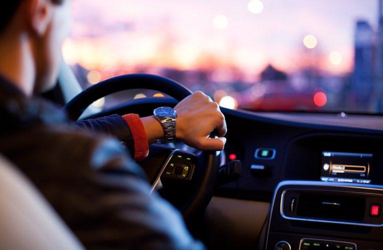 장거리 운전 피로 줄여주는 스트레칭 4가지 방법